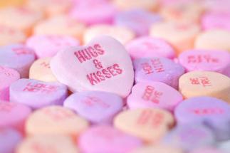 8589130495245-hearts-and-kisses-wallpaper-hd